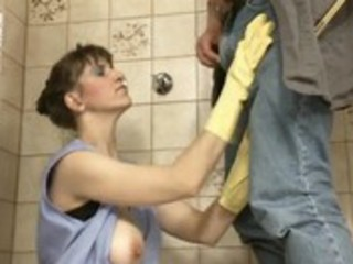 german mature andrea dalton cleaning pissing