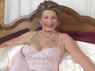 sexy granny w dildo