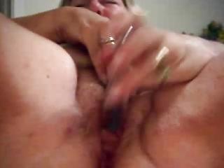 mature big beautiful woman plays on livecam