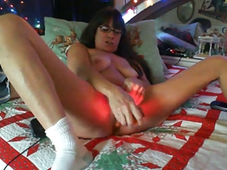 aged milf hard orgasm in the dark