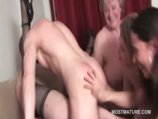 mature hot chick cookie fucked to agonorgasmos in