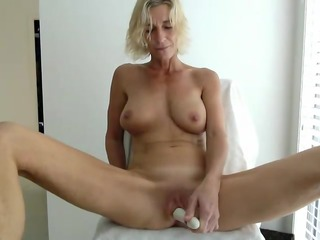 large titties d like to fuck masturbates