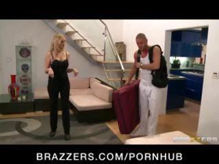 big-tit mother i pornstar julia ann massaged then