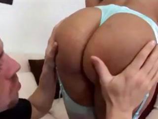 brunette d like to fuck lisa ann invites her