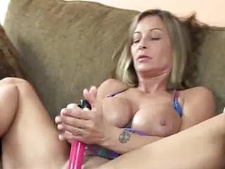 busty d like to fuck leeanna fucking her twat