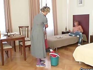 Порно пожилая уборщица 94