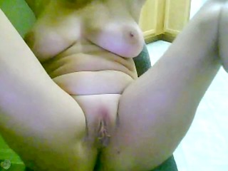 older lady masturbates on cam