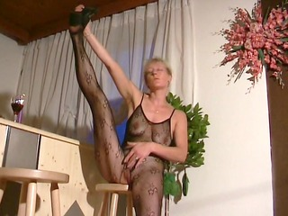 golden-haired mama shows off in pantyhose outfit