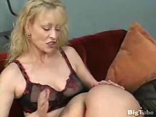 mature lesbos lick cunt and use toys