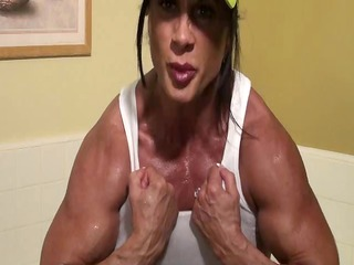 worshipping lynns hawt &; hard muscles