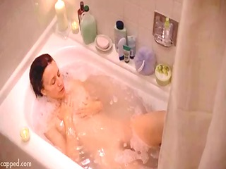 felicity huffmann exposed in bathtube