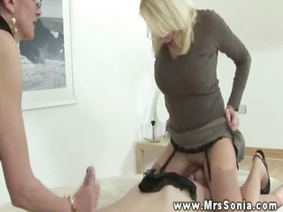lady sonia lets her ally queen sub during the