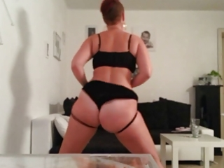 mature pawg dance and slap her ass short
