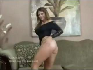 lalin girl d like to fuck shows her hawt body and
